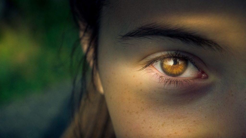 szem alatti sötét karikák vashiány